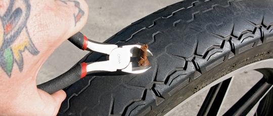 Инструмент для ремонта проколов шин
